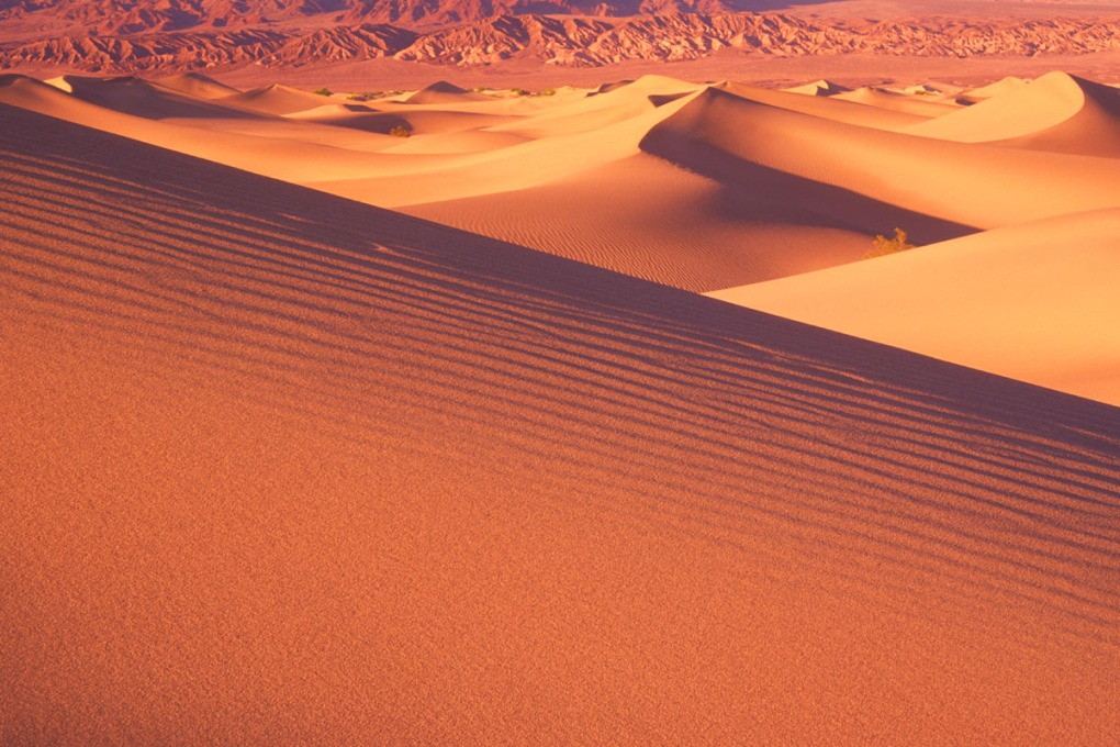 Forced perspective photograph of sand dunes