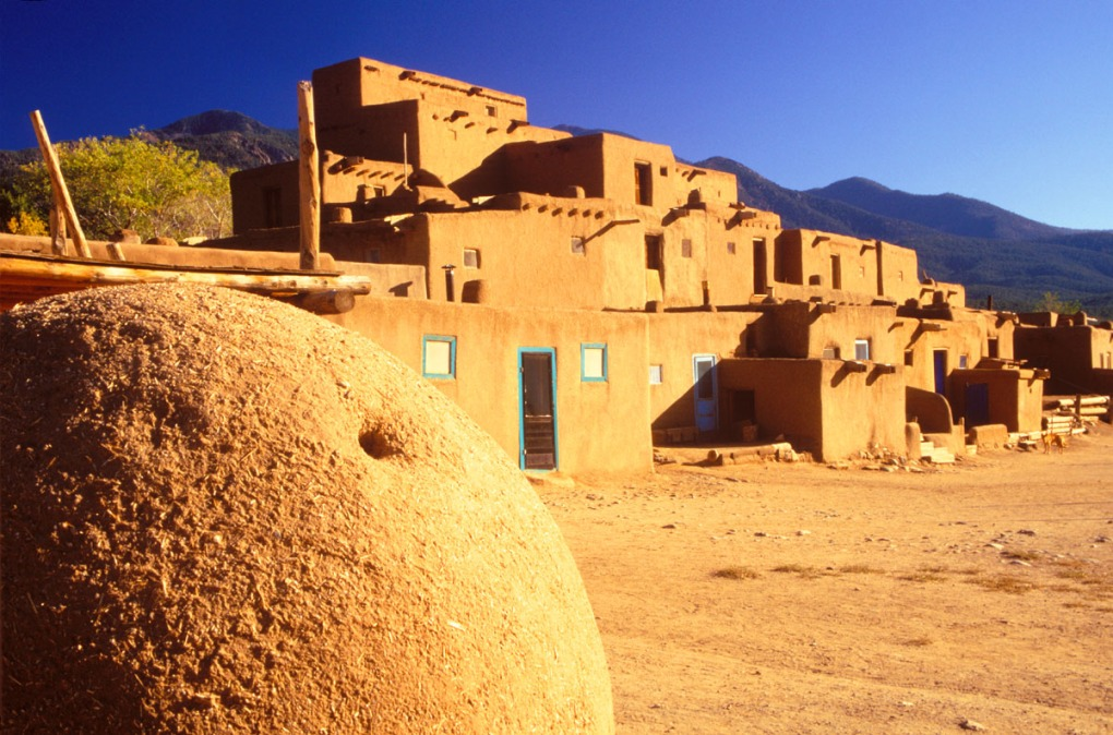 Forced perspective photograph of Taos Indian Pueblo