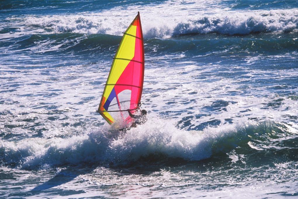 Back lighting for Aperture Priority exposure of sailboarding