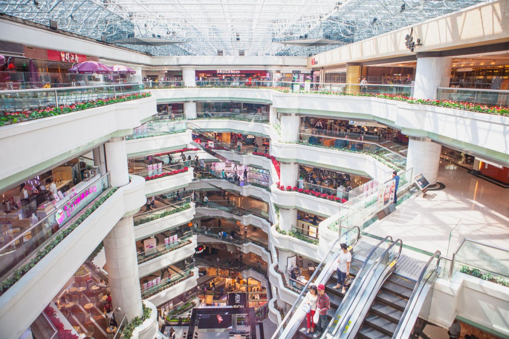 Shooting down on a mall with a wide angle lens